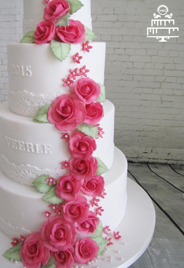 Een bruidstaart met suikerbloemen • Yummie Sweet Cakes