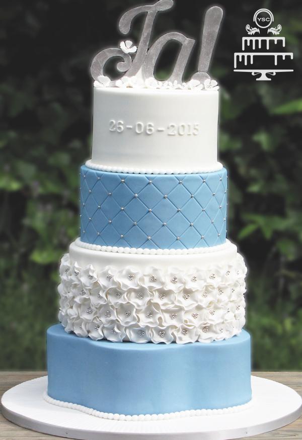 Bruidstaart Met Wit En Lichtblauw Yummie Sweet Cakes