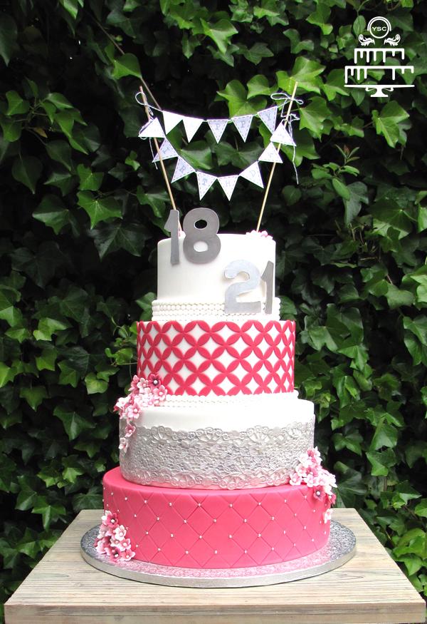 Top Sweet 18 en 21 verjaardagstaart - Yummie Sweet Cakes YE63