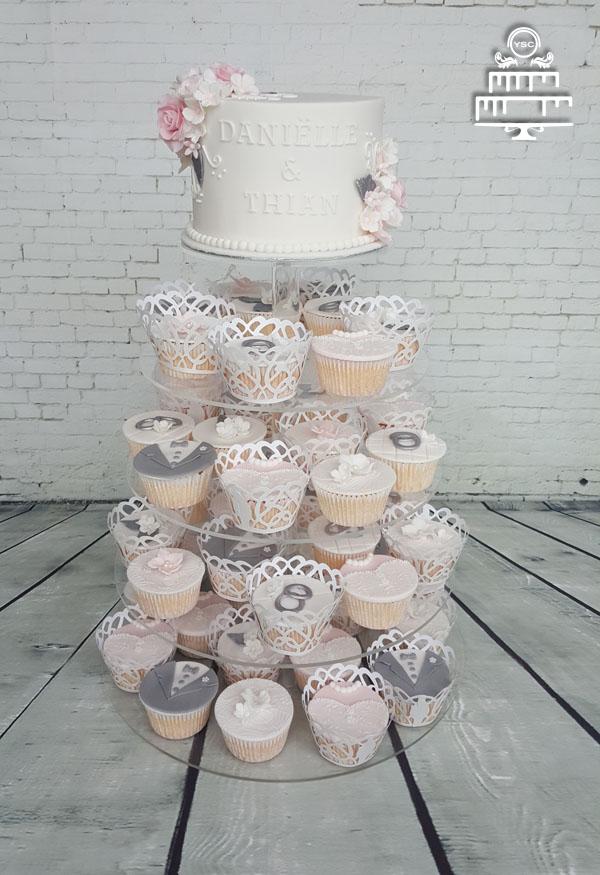 Aansnijtaart en cupcakes