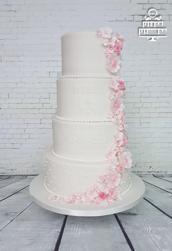 Bruidstaart met rozen waterval • Yummie Sweet Cakes