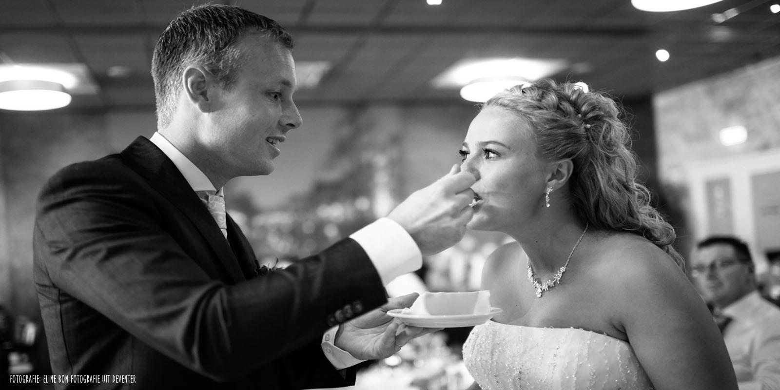 Proeven van de bruidstaart