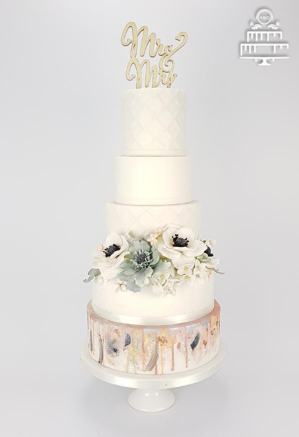 een bruidstaart voor een bruidsbeurs