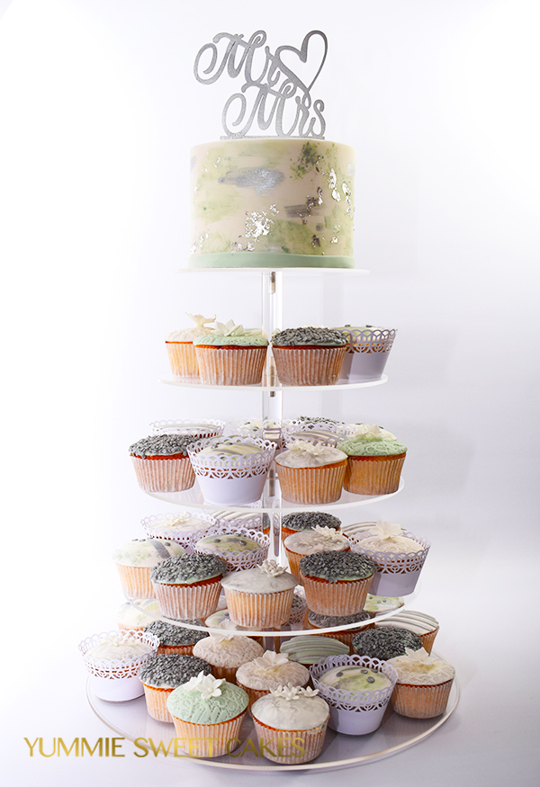 Cupcakes met zilver en mint accenten