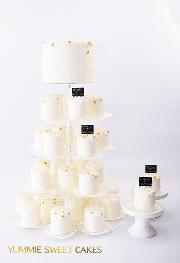 romantische minitaartjes met witte bloemetjes
