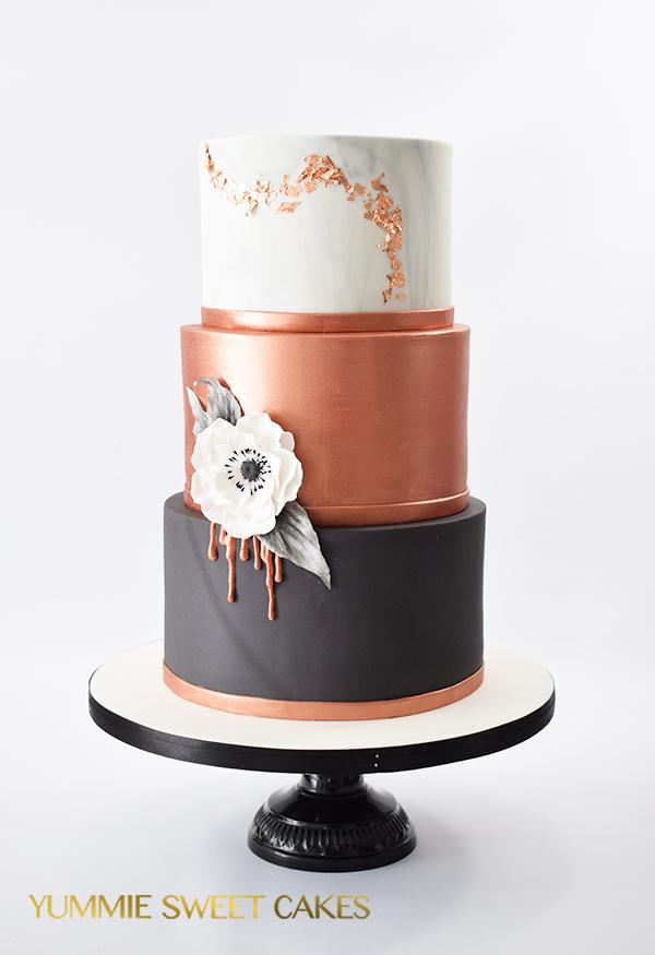Een Sweettable met taart, donuts, cakepops en cupcakes