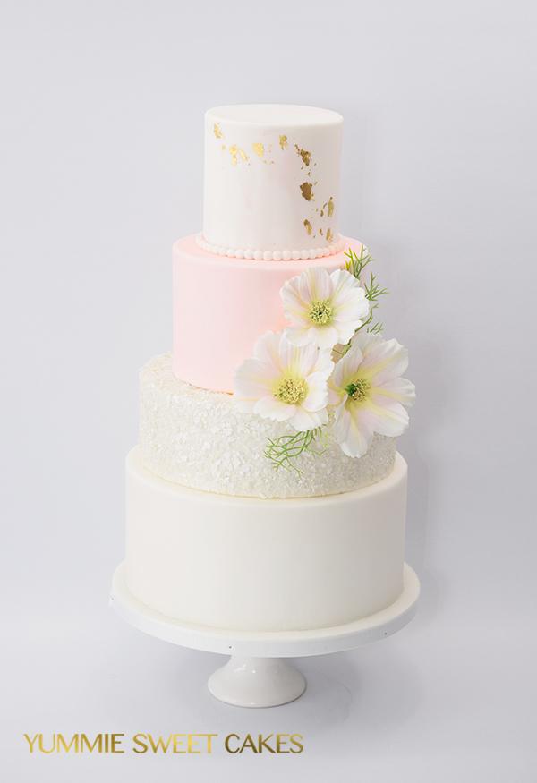 Een schattige bruidstaart met blush pink