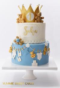 Een taart met goud kroontje voor Suha