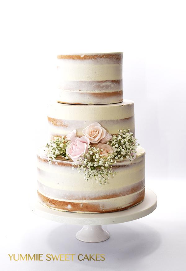 Semi naked cake met gipskruid en rozen