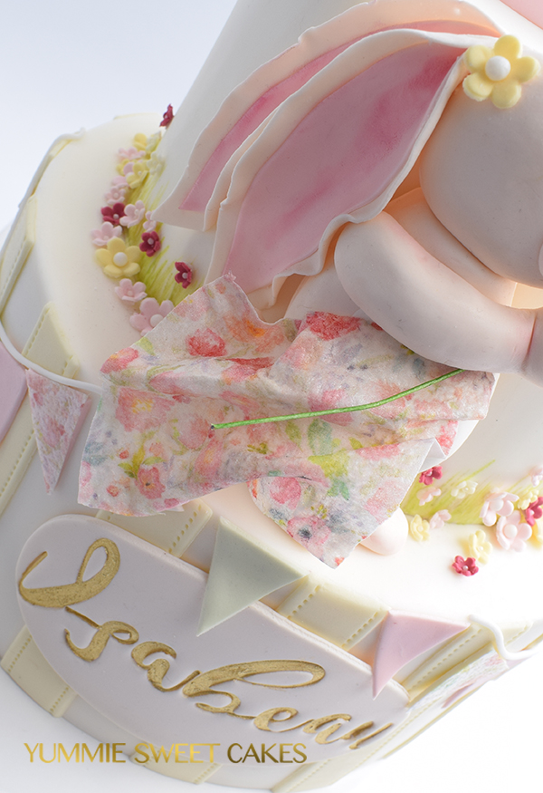 Gedetaileerde meisjes taart voor verjaardag
