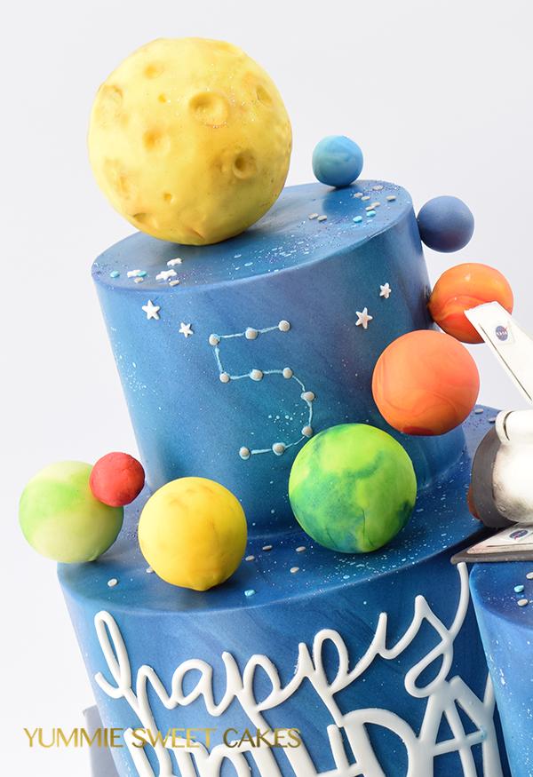 Planeten op een kindertaart