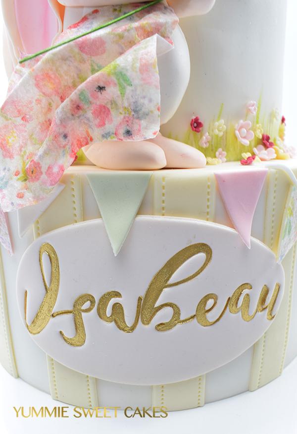 Roze taart met konijn voor een meisje
