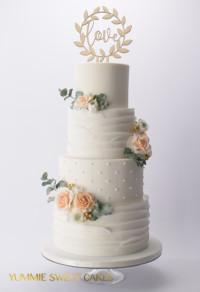 Een bruidstaart met pastelkleuren