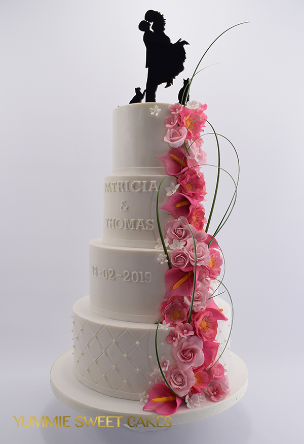 Een roze waterval op bruidstaart