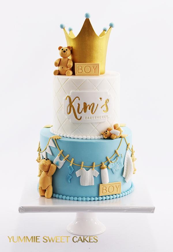 Blauwe babyshower taart met kroontje