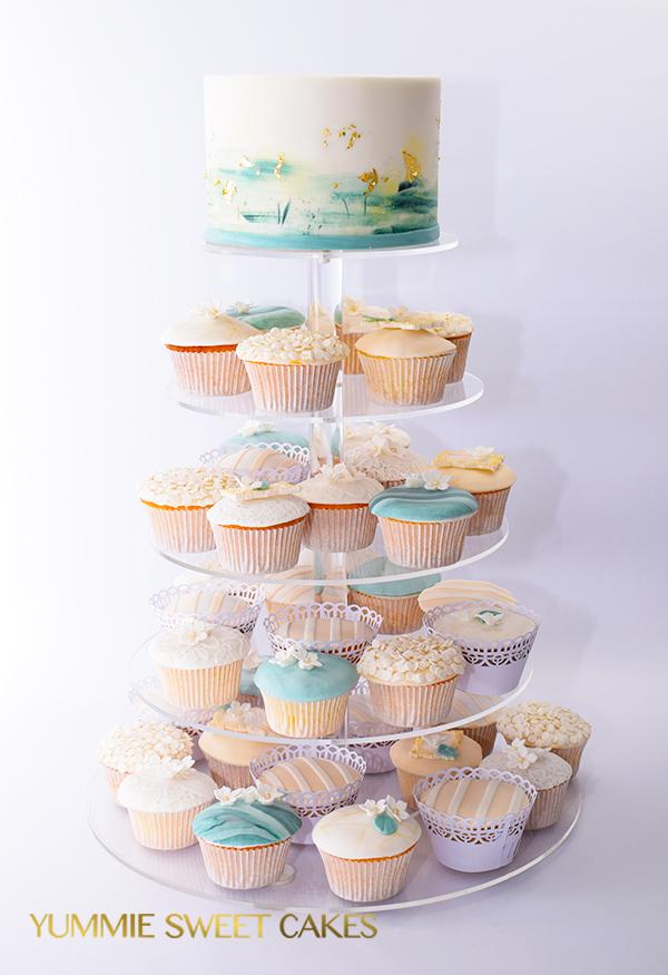 Taart met cupcakes in groen sfeer