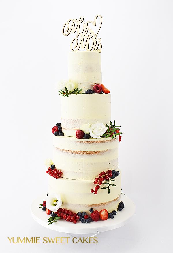Naked cake met vers rood fruit