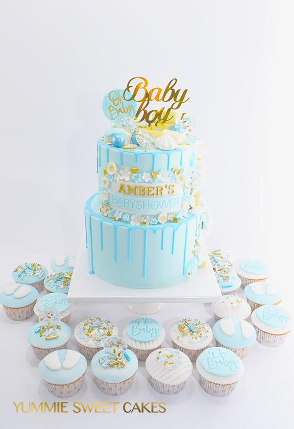 Blauwe babyshower taart en cupcakes