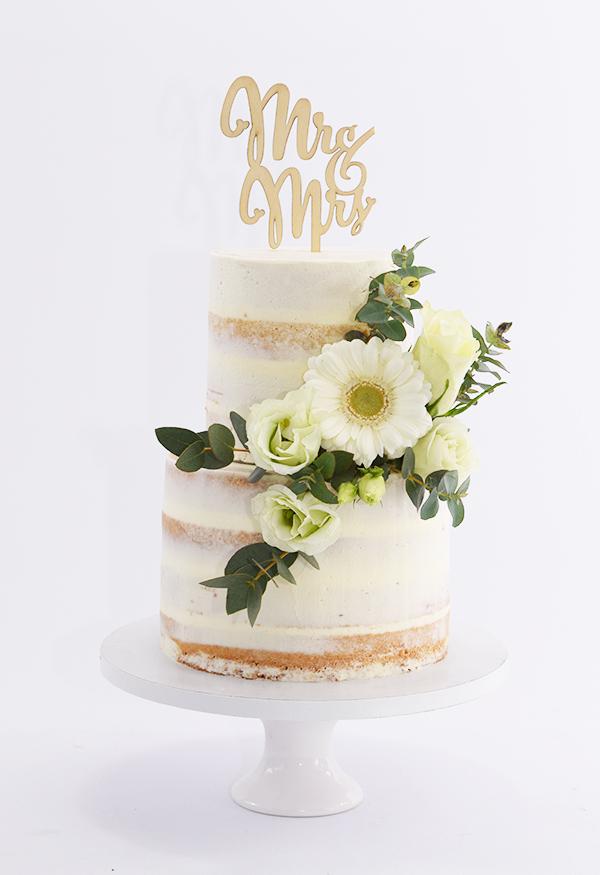 Kleine naked cake met verse bloemen
