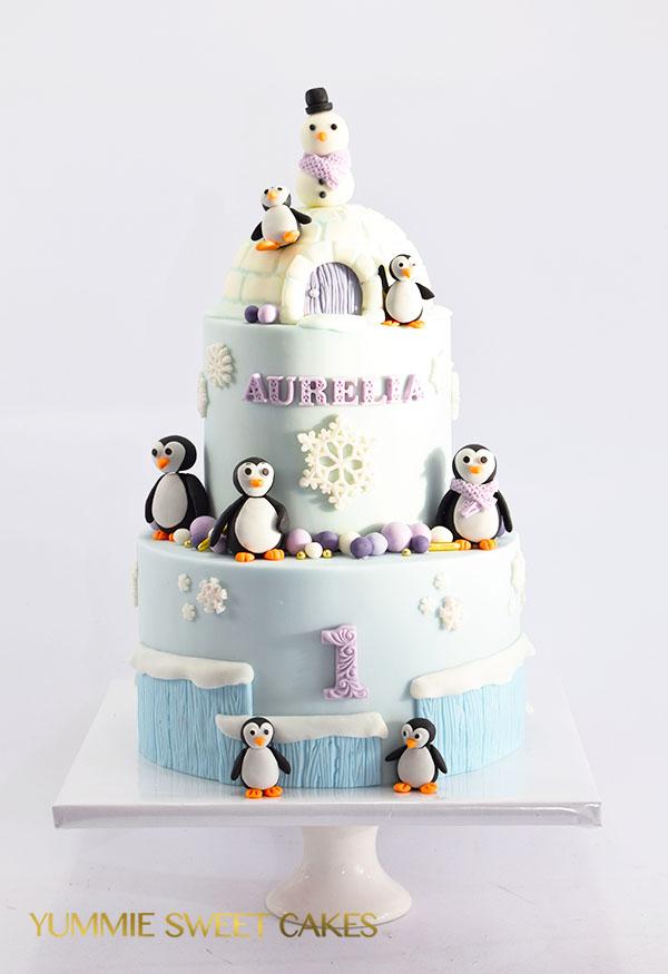 Een leuke taart met een iglo en pinguïns